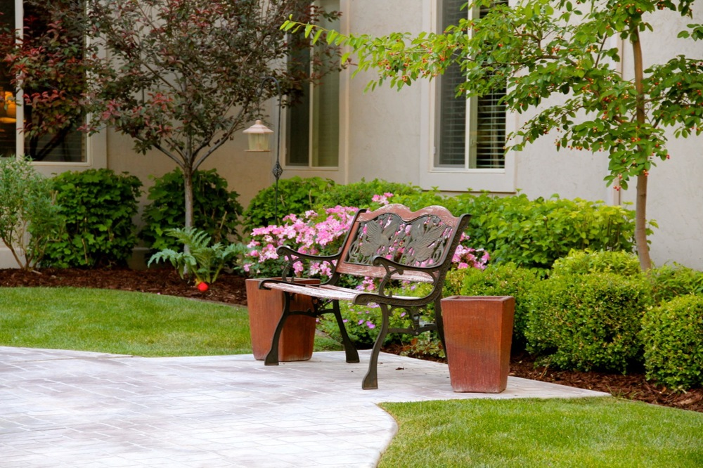 courtyard bench 2.jpg