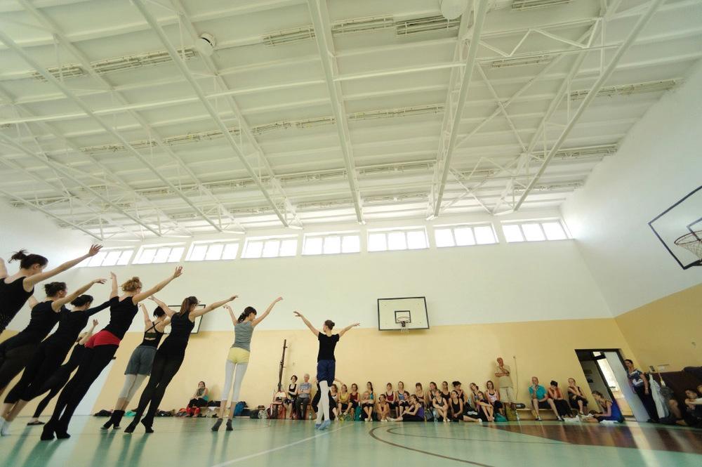 """""""Działalność Społecznego Ogniska Baletowego w Lublinie pełna jest imponujących skalą i rangą wydarzeń. 55-letnią historię Ogniska wypelniają liczne inicjatywy edukacyjne, których najważniejszym efektem jest konsekwentna promocja kultury tanecznej i sztuki tańca jako idei artystycznej, wychowawczej i terapeutycznej.    Jestem pełna uznania dla efektów Państwa pracy i serdecznie gratuluję wielu udanych wychowanków, których napotkałam na swojej zawodowej drodze.""""   Z wyrazami szacunku i serdecznymi pozdrowieniami Prof. Ewa Wycichowska, Dyrektor Naczelny i Artystyczny Polskiego Teatru Tańca, Poznań, 5 czerwca 2012"""