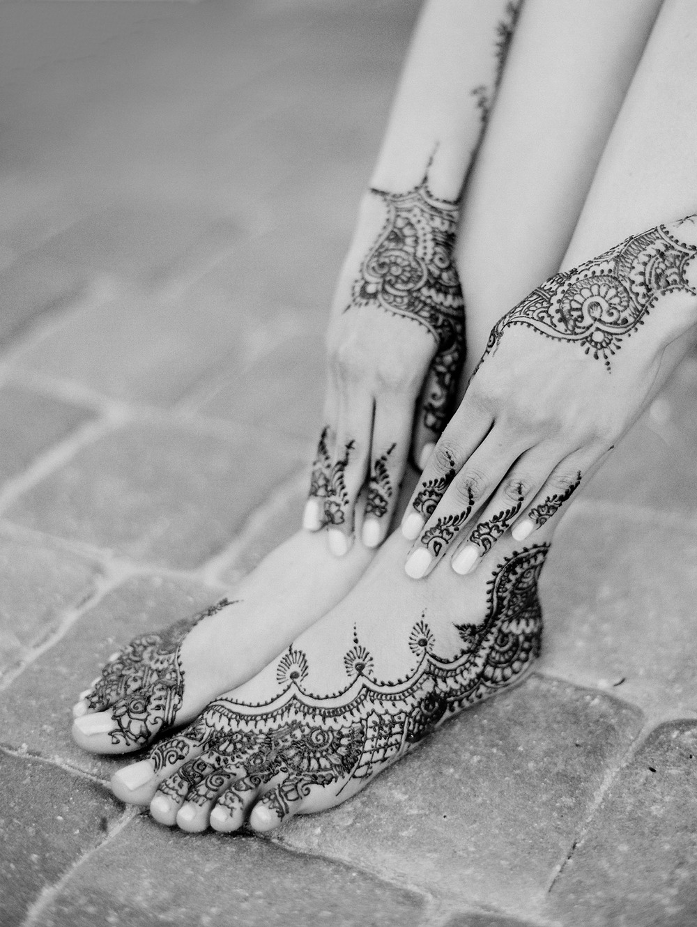 minimalist mehndi designs on indian bride's hands and feet during her mehndi ceremony in palm coast florida at hammock beach resort indian wedding planned by Reveology and photographed by destination wedding photographer Lexia Frank - a film photographer and top indian wedding photographer shooting destinations worldwide and luxury indian weddings