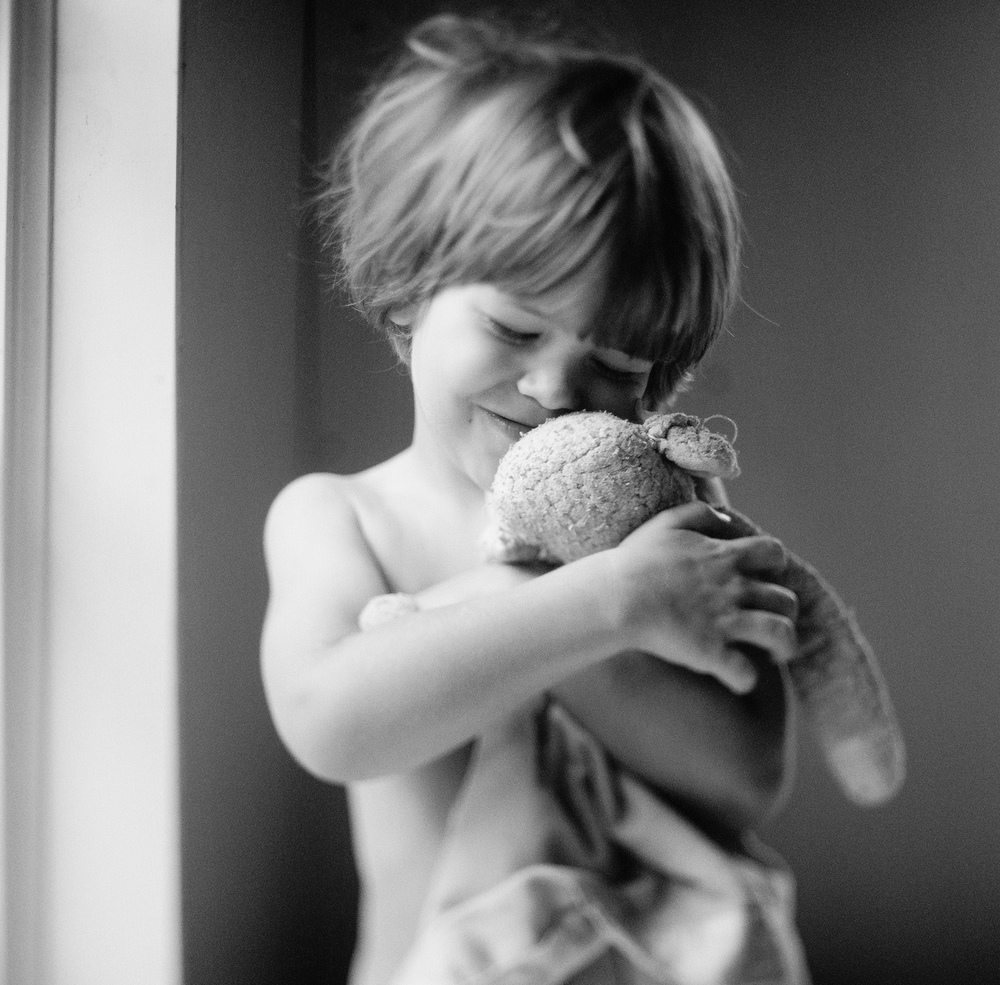little boy hugs his lovie during a lifestyle shoot with Portland Oregon Lifestyle Family Photographer - lexia Frank - a film photographer in portland oregon