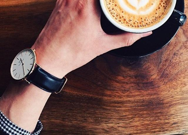 Daniel Wellington watches with interchangeable straps. A unique timepiece for any day of the week.
