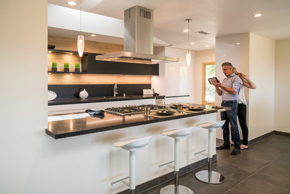 Behind the scenes of the kitchen photo shoot ©Ryan Carr - Legacy Listing Photography - 2018