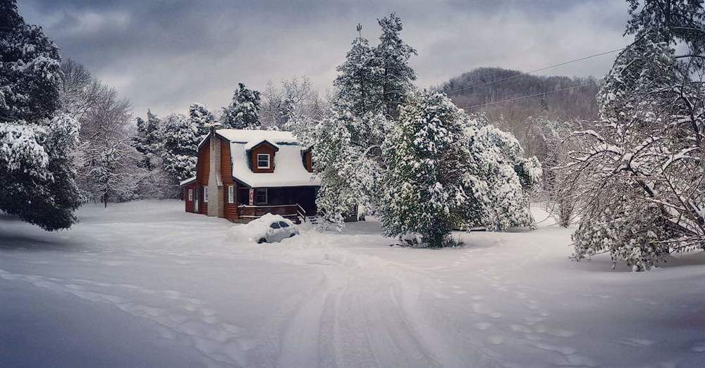 Quaint winter scene near Somerset, Kentucky  Photo via Johnny Lunsford