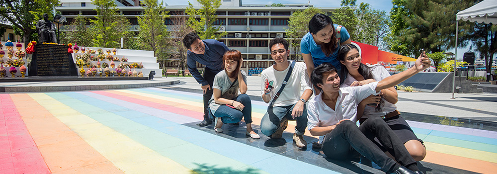 Few who came across these rainbows could resist a selfie or two against the colourful backdrops. Each photo and the hashtag #schoolrainbow helped to promote our message around Thailand and the world. ©UNAIDS/UNESCO/A.Martin