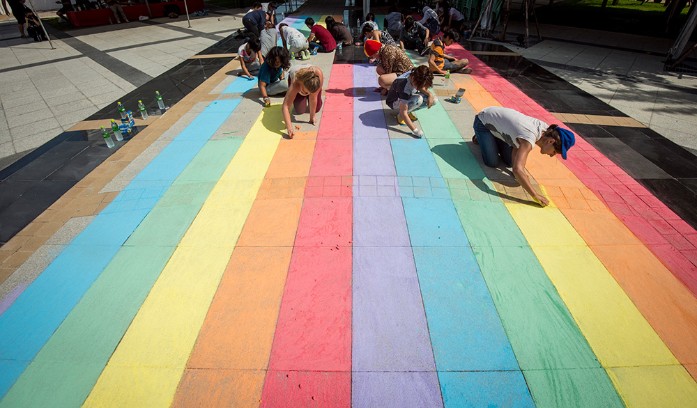 On 14 May, the team at Thammasat University's Thaprachan campus chalked a #schoolrainbow leading from the statue of university founder, H.E. Pridi, to an IDAHOT panel discussion led by LGBT students.  ©UNAIDS/UNESCO/A.Martin