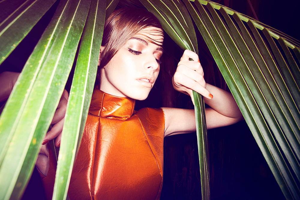 aylinreckermann_elenafuerst_lookbook_fashion_photography_greenhouse_plants_3.jpg