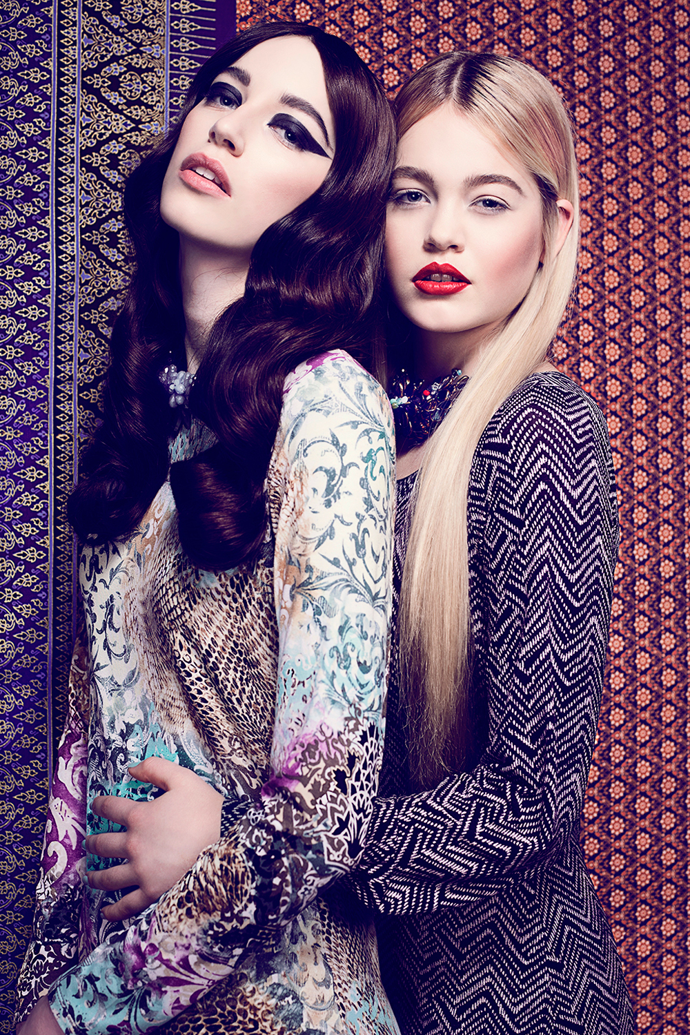 aylinreckermann_fashion_photography_orient_okzident_sisters_5.jpg