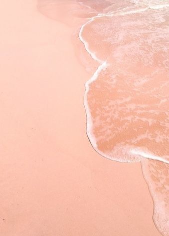 Summer pink, by MunW blog (www.munw.es). Lovely beach. Photo from Cereal Magazine.