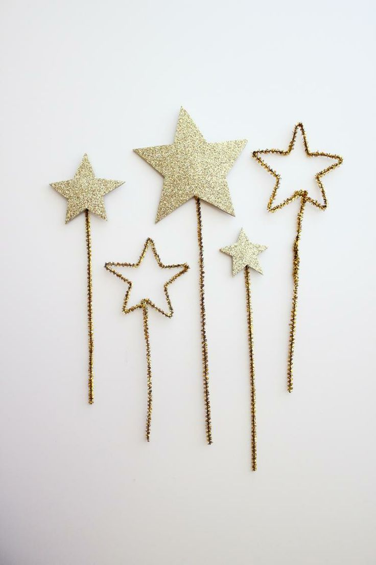 "| ""Very Merry"" post, by MunW blog (www.munw.es). DIY stars. Follow how to make them on http://www.deliacreates.com/gold-star-cake-toppers-allergy-free-frosting/?crlt.pid=camp.a6DaxAuf9xYo. 