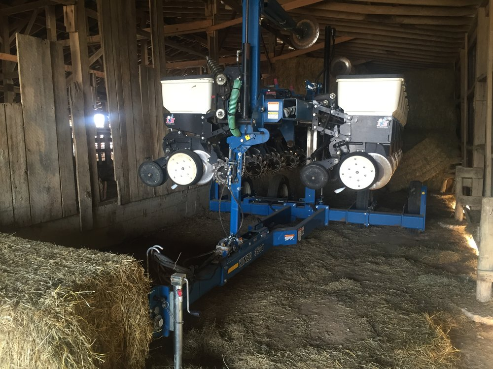 3500 Kinze 8 15 Planter Red Barn And Associates