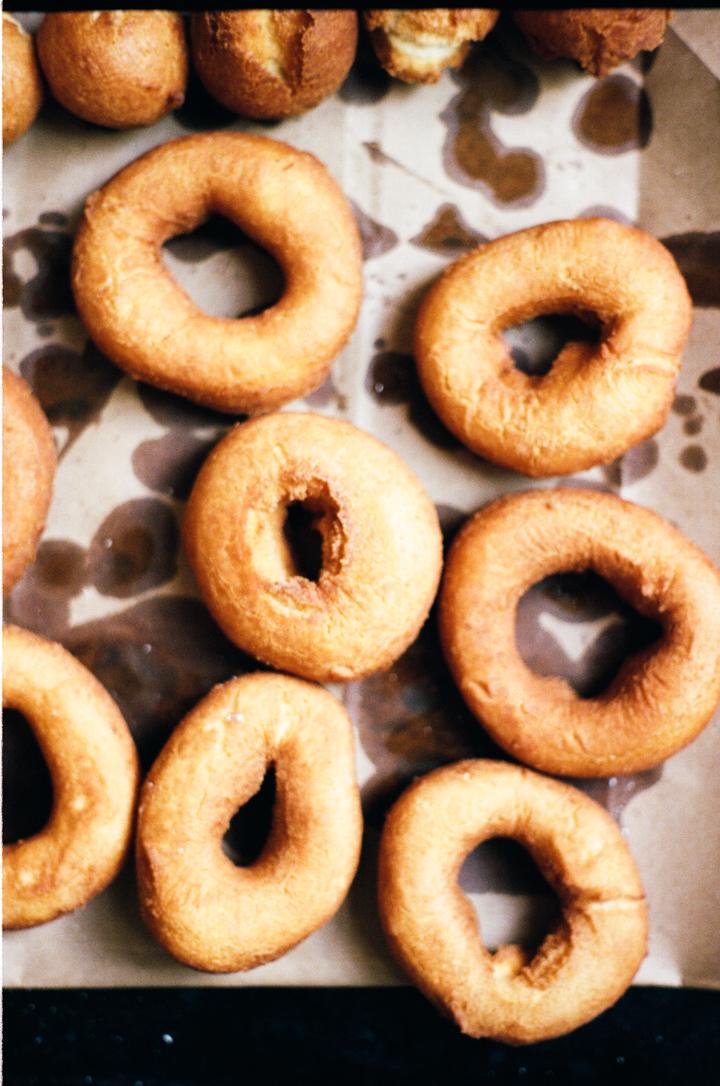 vanilla bean cake doughnuts