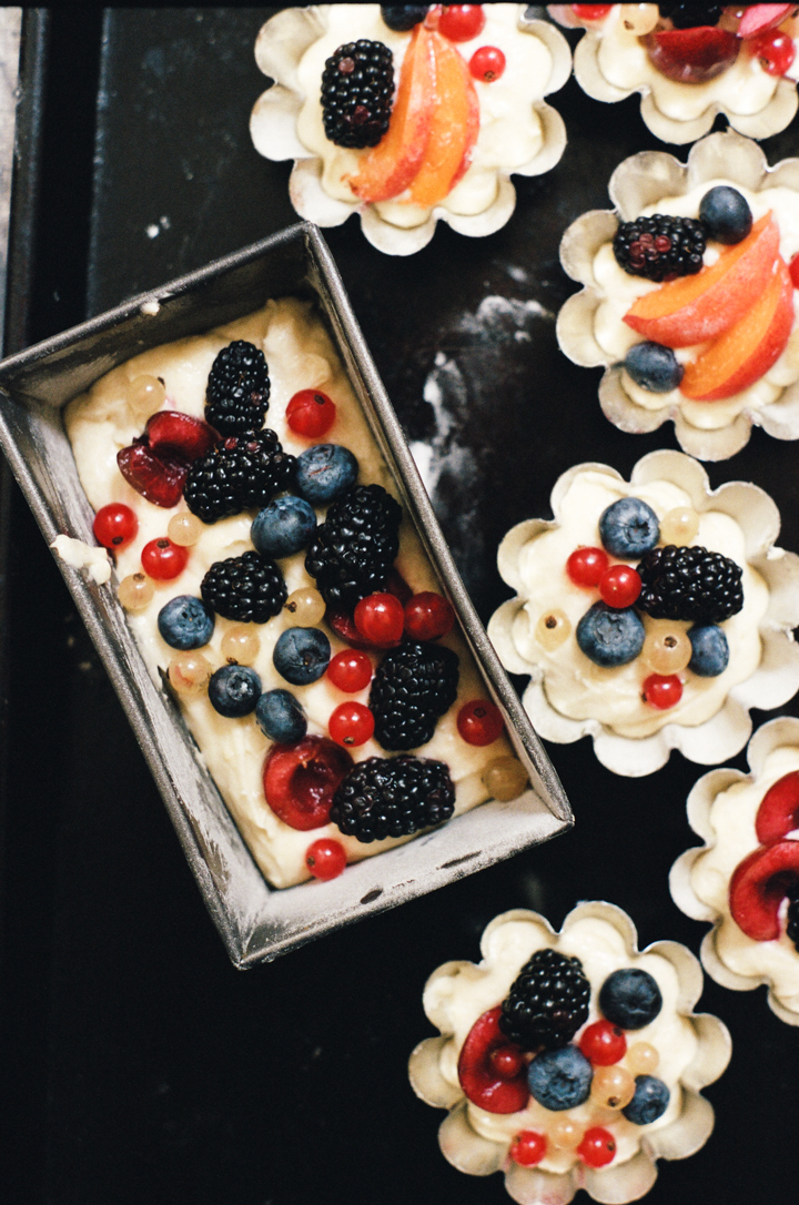 pretty little summer fruit cakes | apt 2b baking co