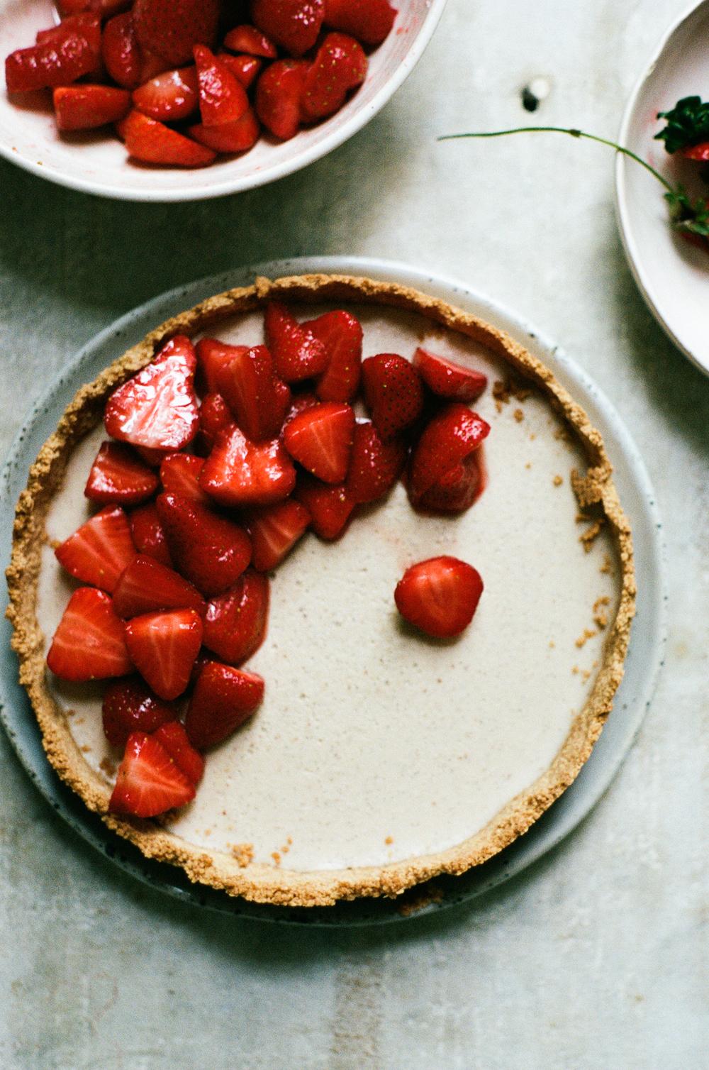 vegan strawberry vanilla custard tart | apt 2b baking co