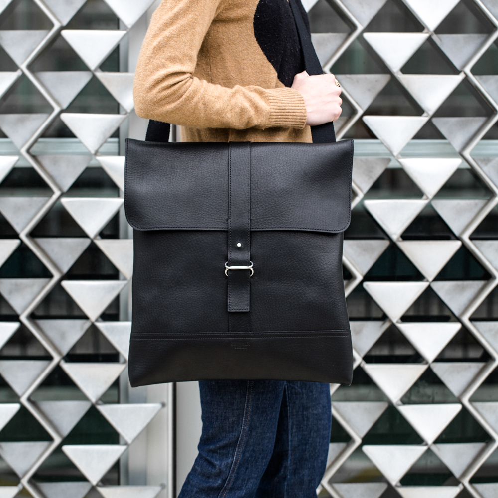 BLACK ENVELOPE MESSENGER