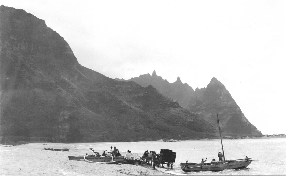 kauai beach rowboats and carriage circa 1900.jpg