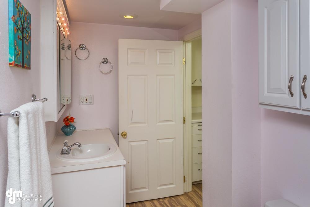 Bathroom_DMD_3678.jpg