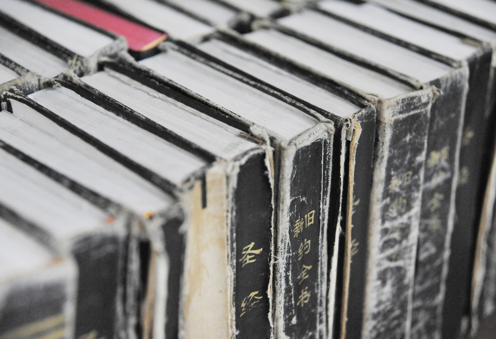 Photo: Chines Bibles,   Shutterstock