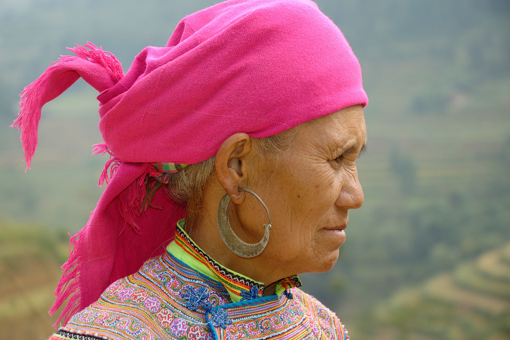 Photo: Flower Hmong woman. Wikimedia Commons. Uploaded by XtoF.