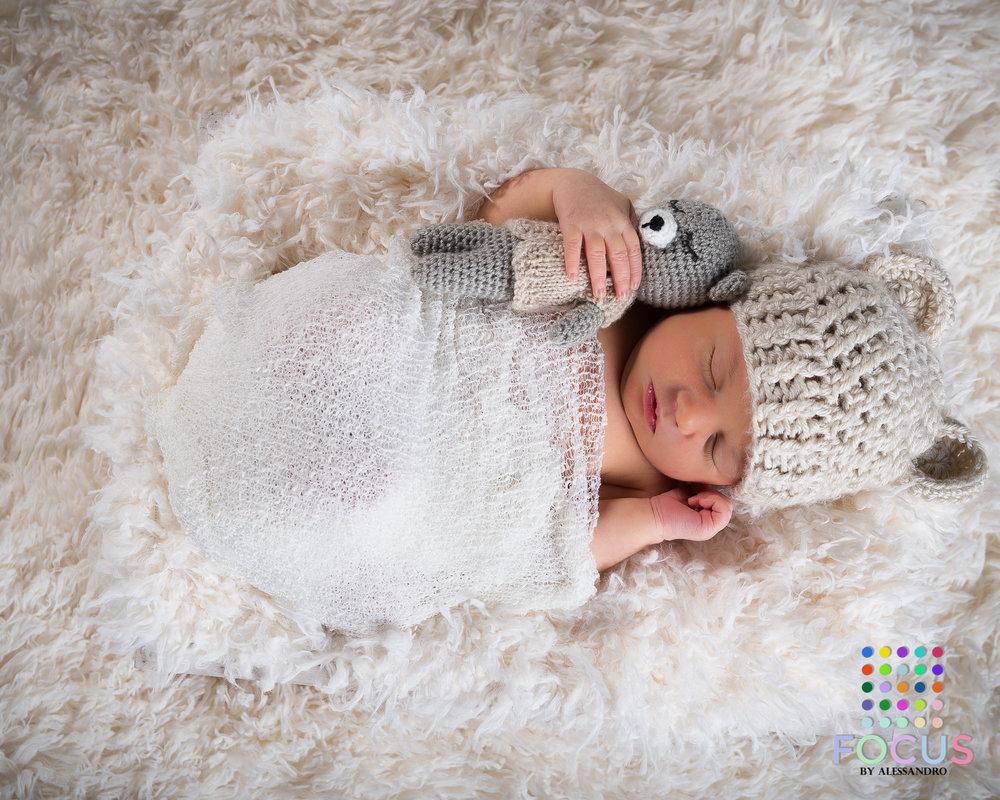 newborn sessiom (5 of 15).jpg