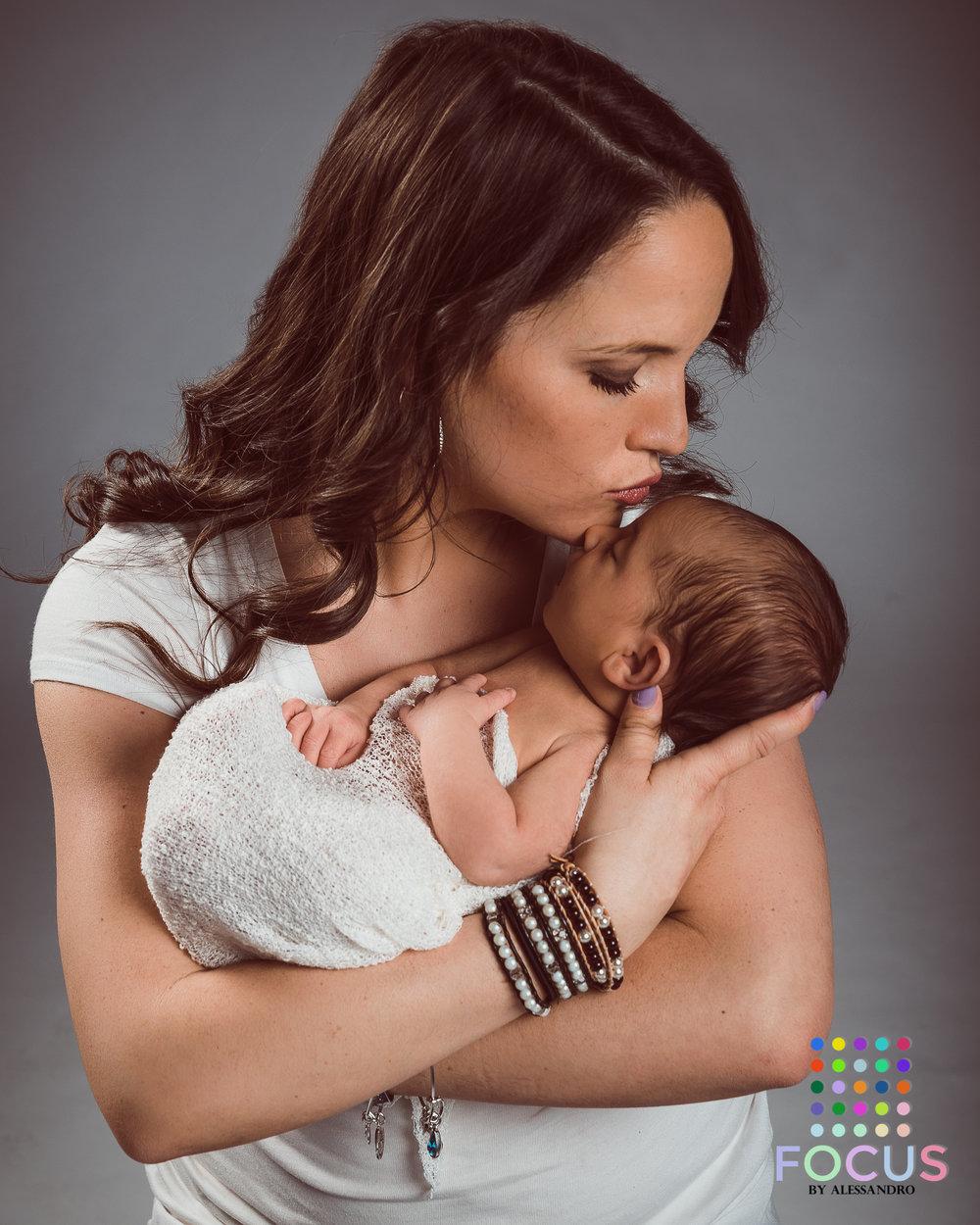 newborn sessiom (14 of 15).jpg