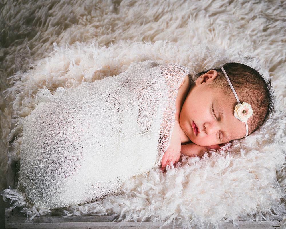 newborn sesstion 17 of 17.jpg