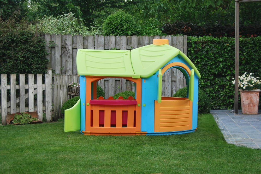Crafts your kid's will love - Monday June 18th from 1-3pm   Create a special playhouse with your child or a friend using Foam Board, stickers, and markers. Email amy@cxiumn.org to sign up. Cost is $5 and class will be held at the CXI House.