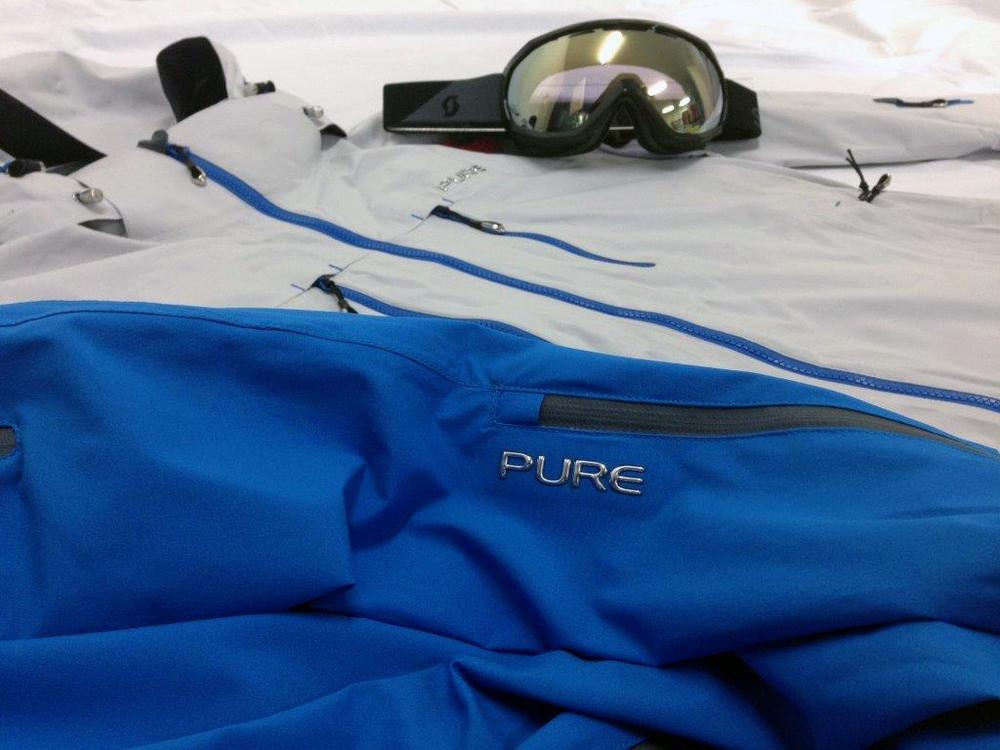Pure Brandz colour combo with goggles