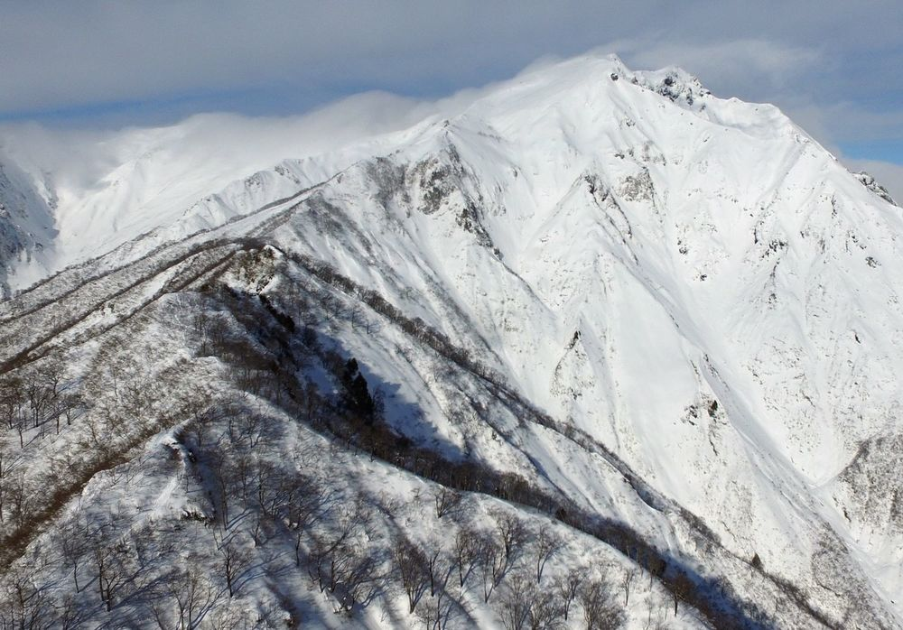 Whilst the snow is a little light on, it gives you an idea of the terrain that can be accessed from Tenjindaira Ski Resort..jpg