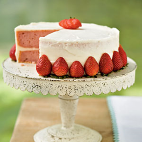 LYNNBO'S FRESH STRAWBERRY CAKE... A PERFECT PARTY DESSERT