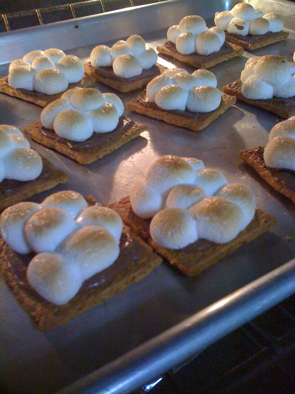 MORES DAY: MAKE INDOOR S'MORES, S'MORES POPS, S'MORES BAR AND MOR...