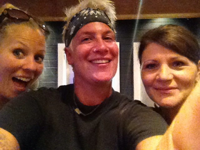Selfie Linkie, Michele, Martie in Michele's kitchen
