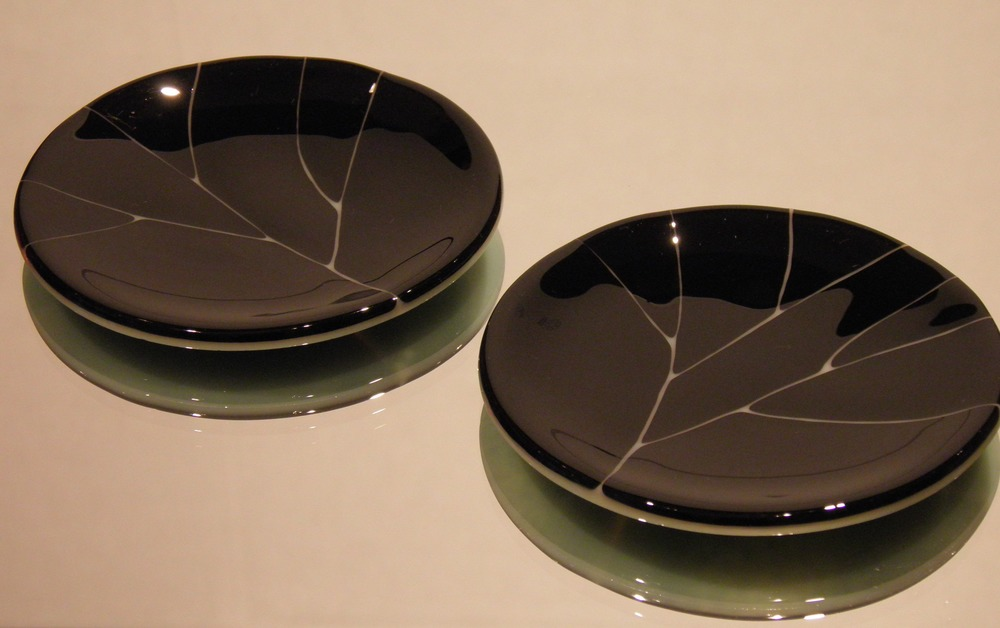 black & cream leaf dishes