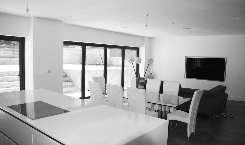 EVN-Eleven-Acre-Rise-Dining-Living-Room-Sliding-Doors-Craeft-Architects-BW.jpg
