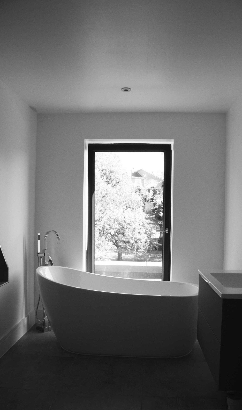 EVN-Eleven-Acre-Rise-Bathroom-Craeft-Architects-BW.jpg