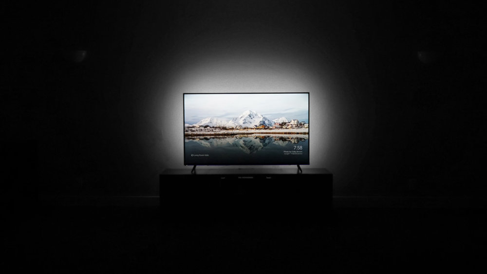 WATCHING TV WITH THE TV BACKLIGHT - The Luminoodle TV not only provides simple yet beautiful ambient lighting but also enhances your viewing experience. Improve the contrast and blacks of your tv and add beautiful accent lighting to your living room.