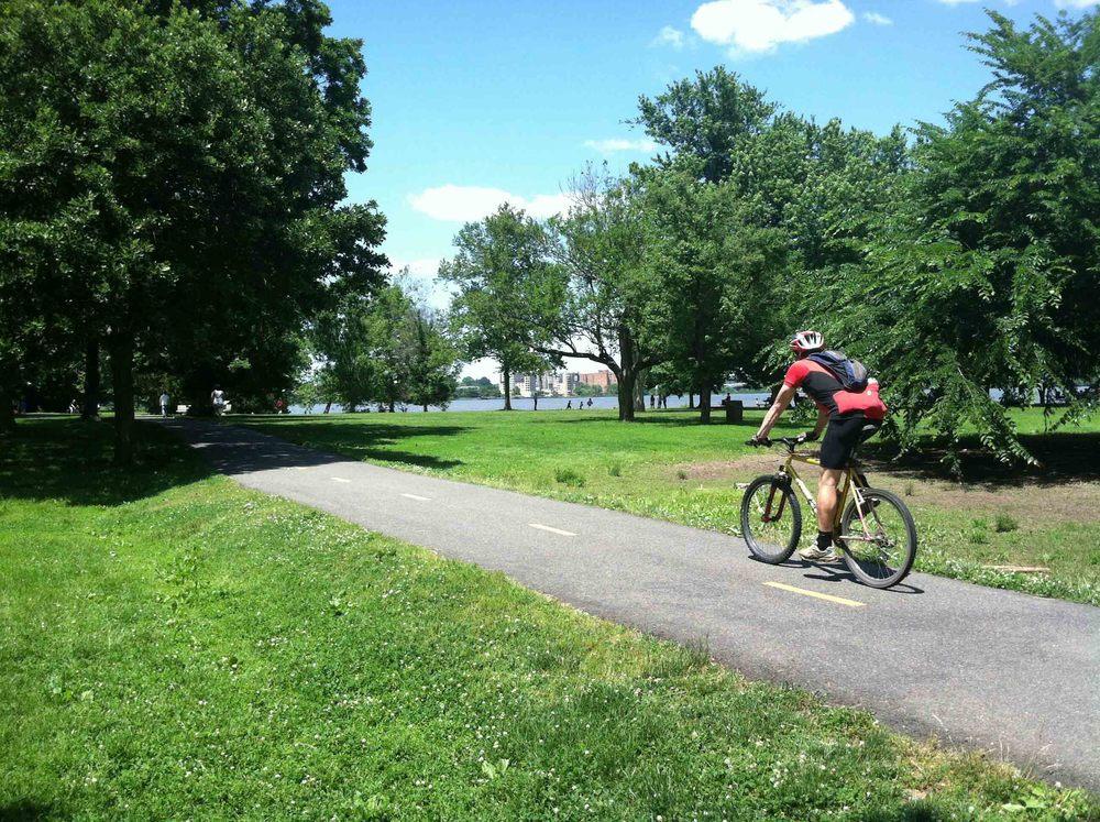 biker on Mt. Vernon trail
