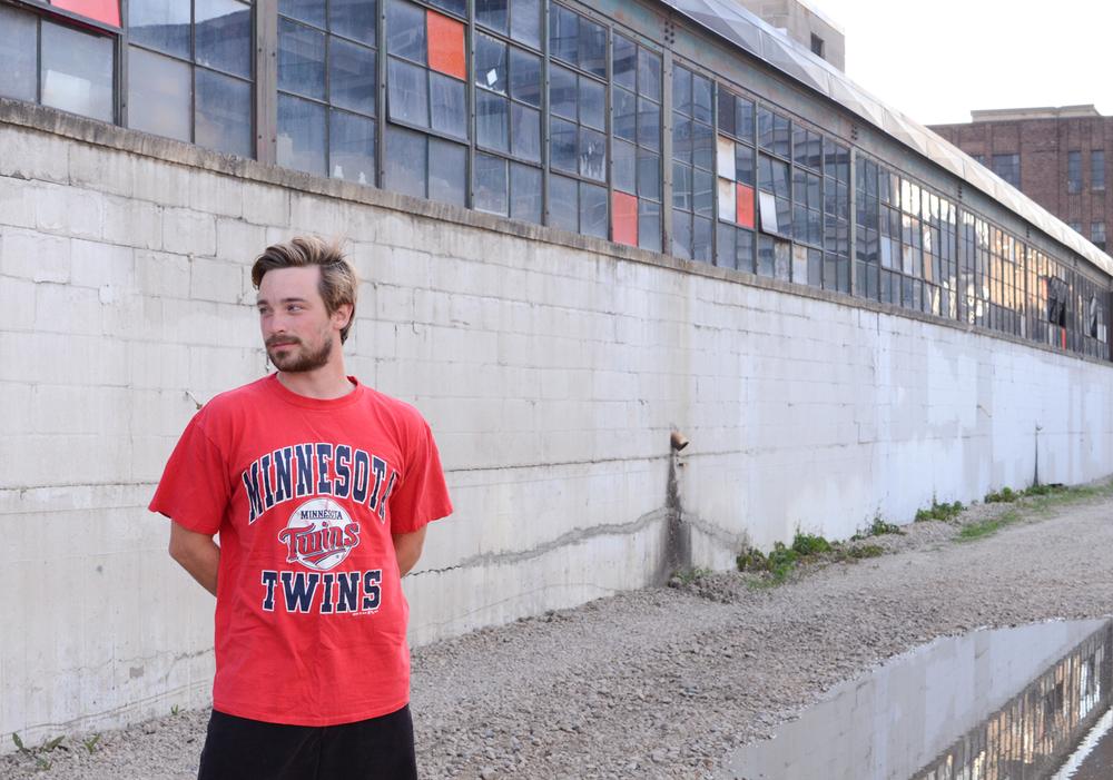 90's-vintage-minnesota-twins-red-baseball-tee-shirt-2.jpg