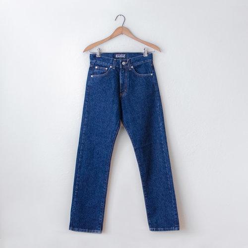 b56887880a vintage-2000s-dolce-gabbana-basic-blue-jeans-1a.