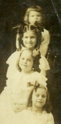 Josie Belle Gore (second from bottom) with siblings, El Paso, Texas, 1906.