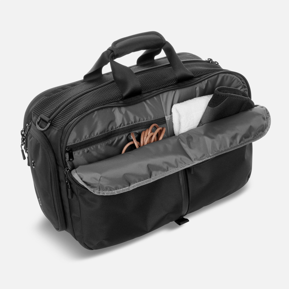 aer_gym_duffel_front_pockets.jpg
