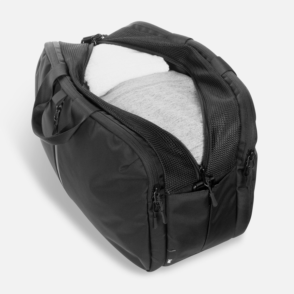 aer_gym_duffel_main_compartment.jpg