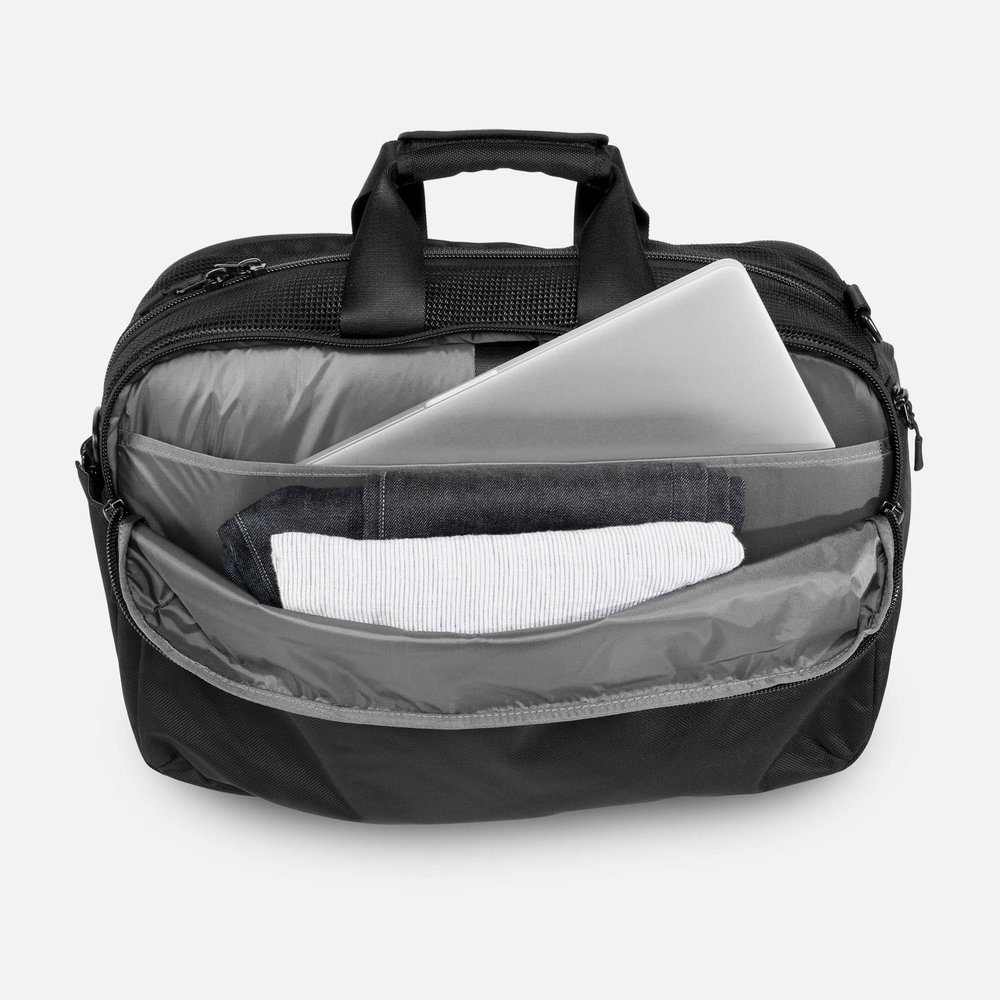 aer_gym_duffel_clean_compartment2.JPG