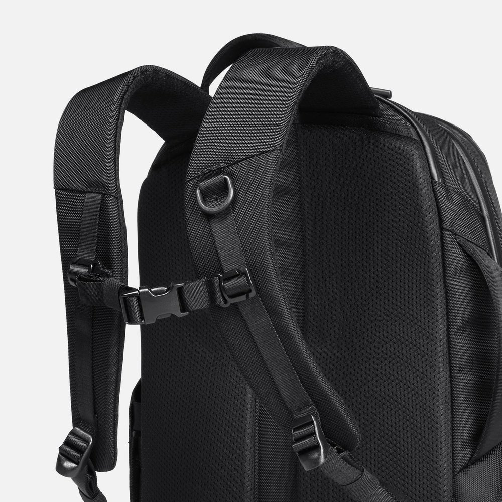 31002_techpack_black_shoulderstraps.JPG