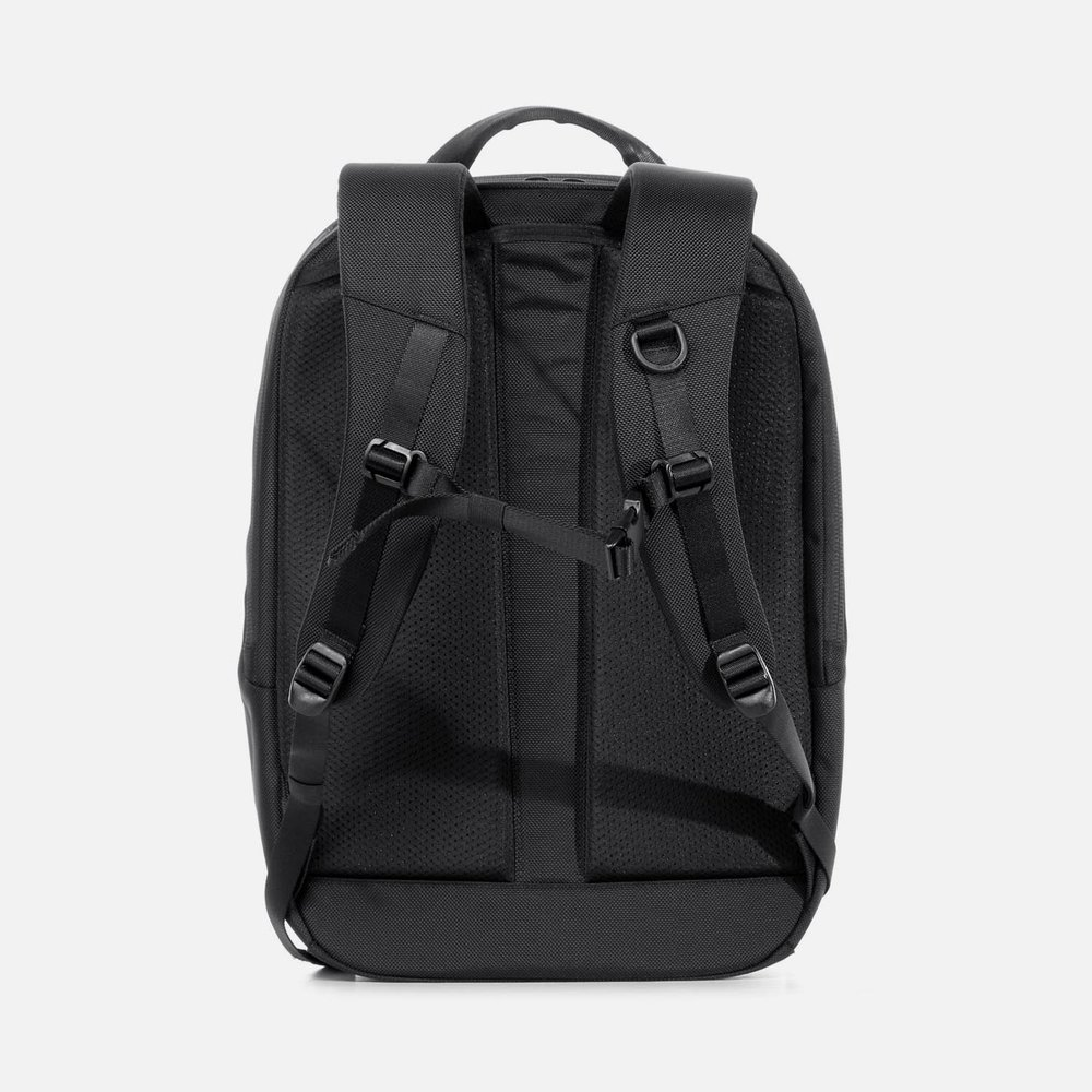 31001_daypack_black_back.JPG