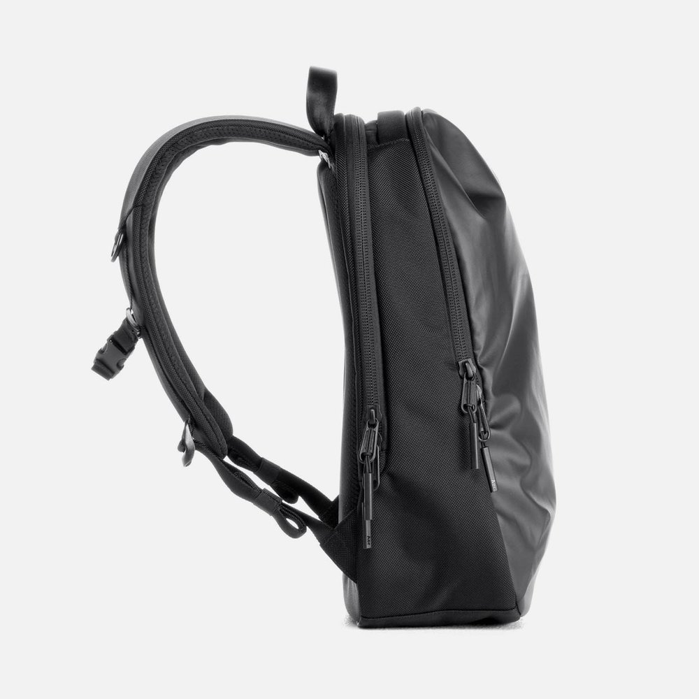 31001_daypack_black_left.JPG