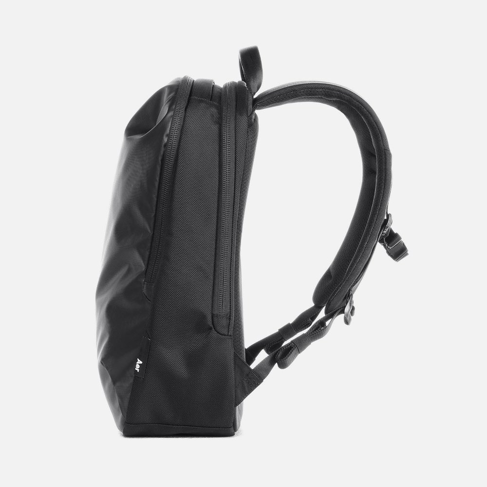 31001_daypack_black_right.JPG