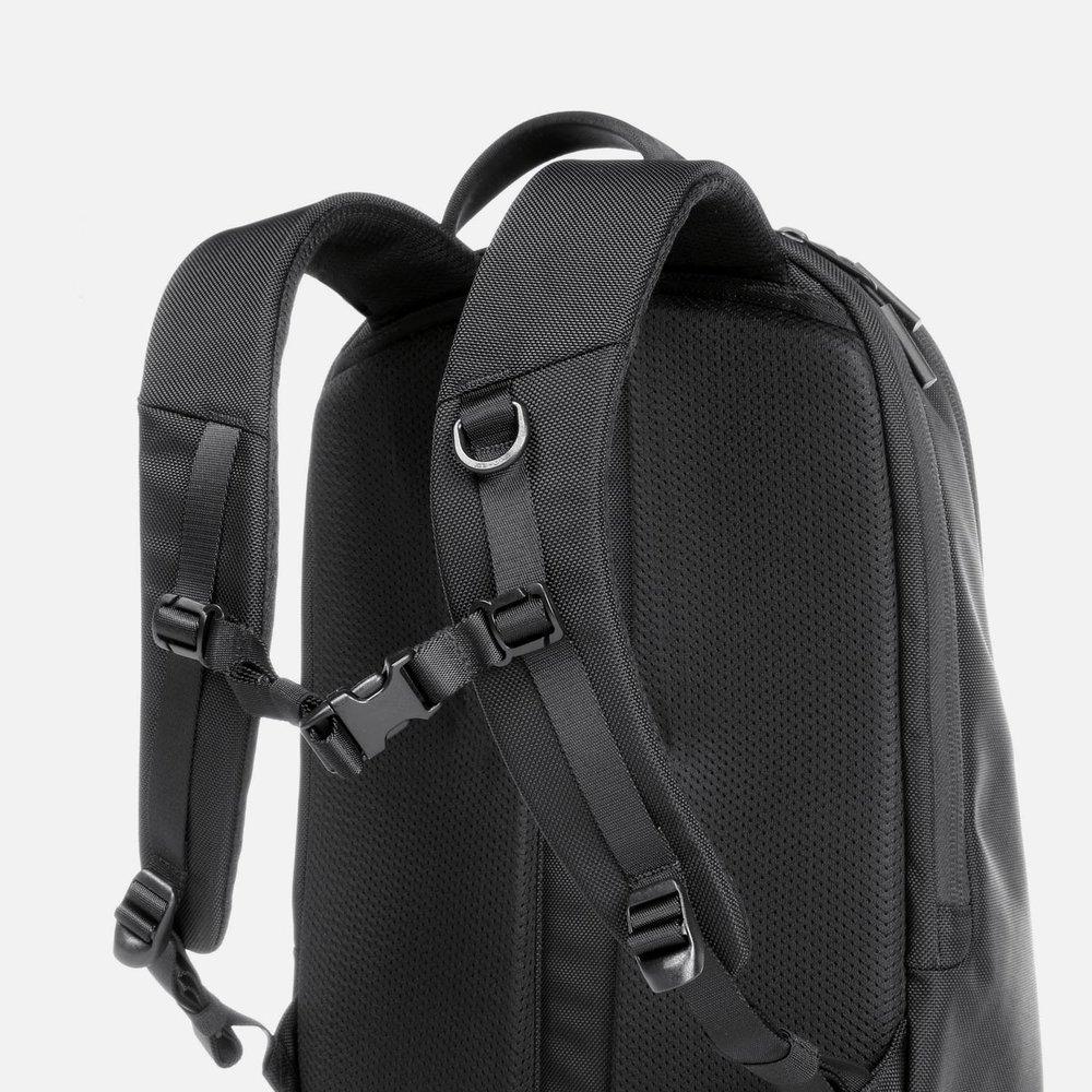 31001_daypack_black_straps.JPG
