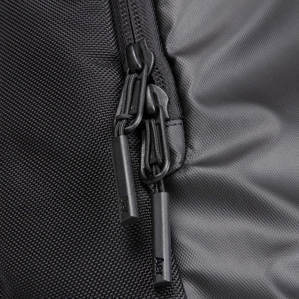 31001_daypack_black_zippers.JPG