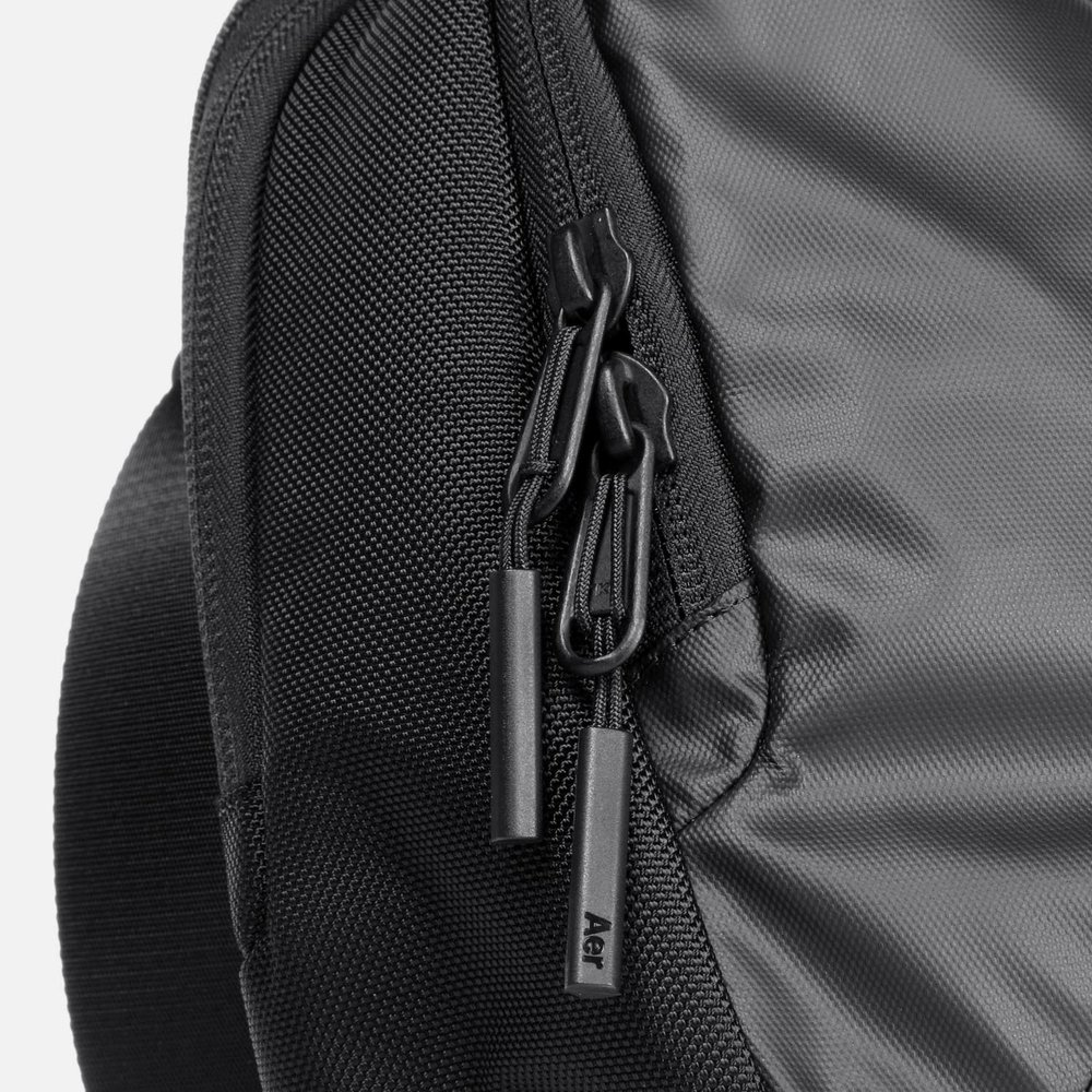 31003_commuter_black_zippers.JPG