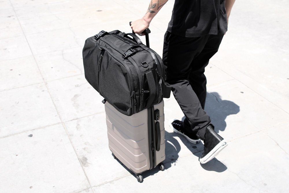 21007_tp2_black_lifestyle_luggage.JPG